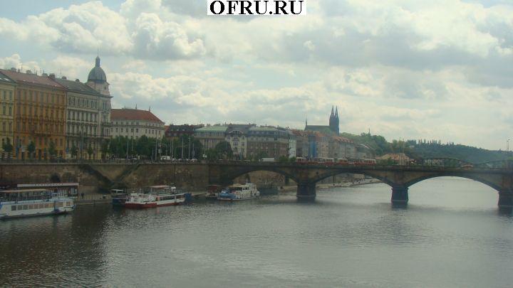 Мост через реку Влтава